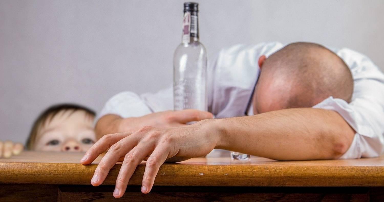 Wszywka alkoholowa - co się dzieje po wypiciu?